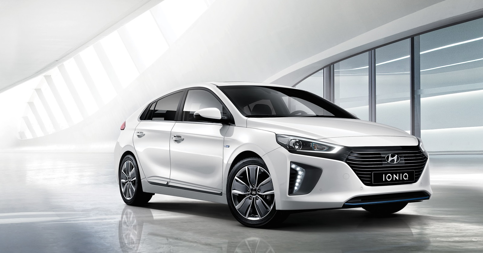 IONIQ - what is a hybrid car?